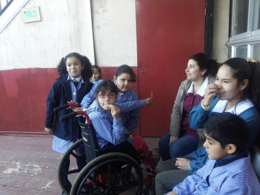 Convivencia escolar: Alumnos incluídos y cuidados por los profesores de turnos durante los recreos...