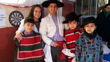 Directora Marlene Lamerain con sus niños de 4to básico..