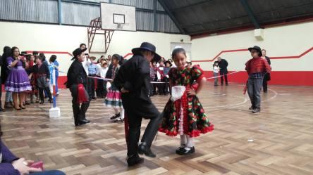 Baile de punta y taco ..alumnos de 3ero..