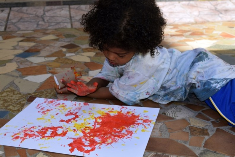 Aula de Artes com pintura e criatividade