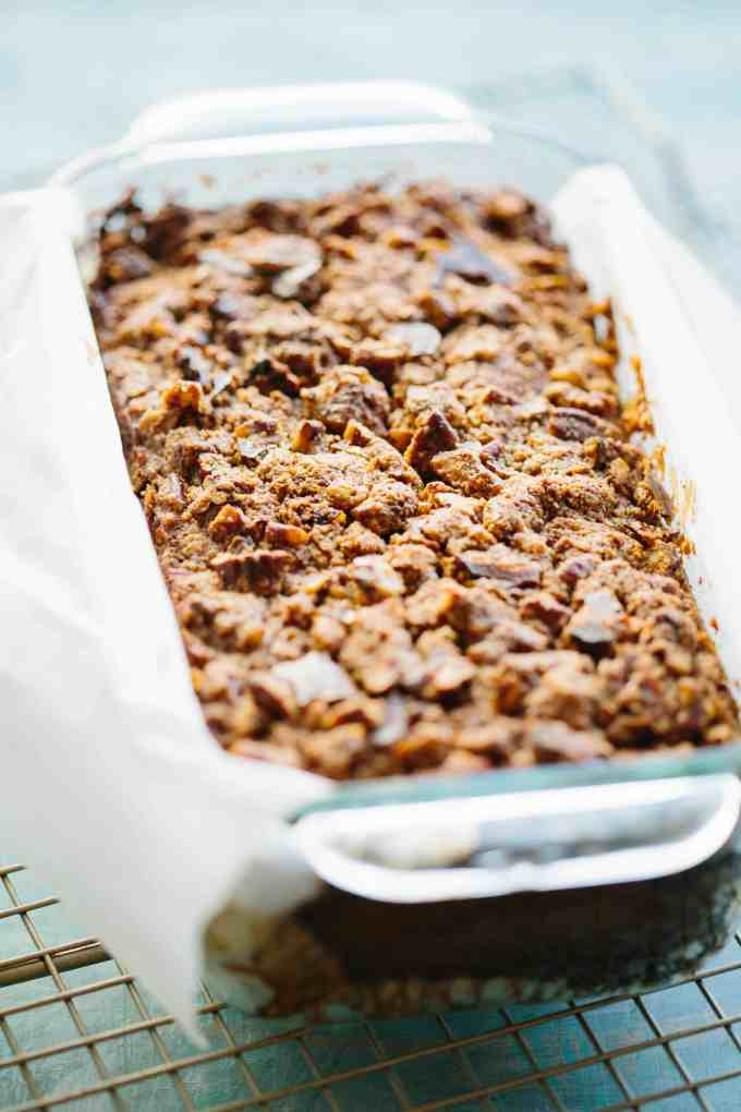 This easy recipe for Paleo Pecan Streusel Banana Bread is gluten free, dairy free + full of protein, fiber and nutrients. It's a healthy banana bread that tastes like cinnamon pecan streusel coffee cake, perfect for easy breakfasts. #easy #paleo #healthy #glutenfree #banana #bread #recipe | ColeyCooks.com