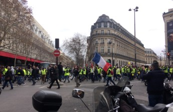 Gilet jaunes protests outside Galleries Lafayette