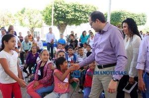 Cumple Nacho compromiso con familias de Minatitlán3