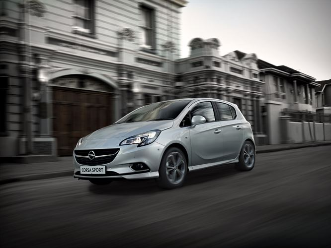 my17-opel-corsa_sport_3qfl-lifestyle-driving-city_880x500