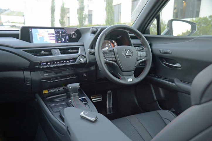 Lexus_UX200_FSport_40