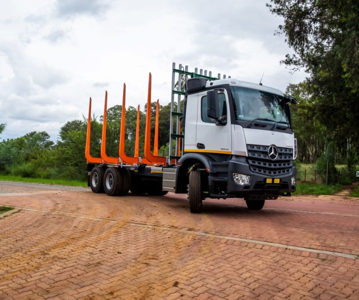 Mercesd_Benz Arocs in a timber application