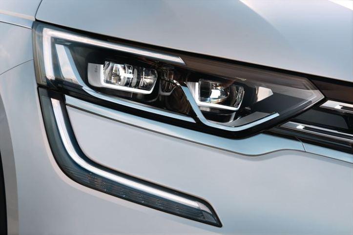 new-renault_koleos-headlamp-detail_880x500