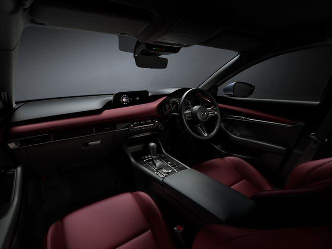 2018_mazda3_sdn_5hb_19cy_std_1st_jp_rhd_c16_int_cockpit_red_880x500