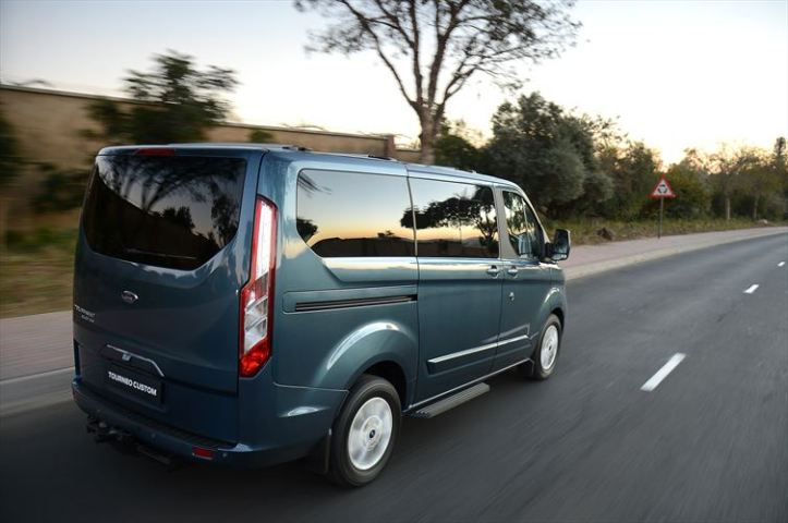 ford_tourneo_custom_ltd_15_880x500
