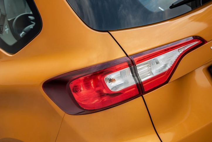 renault-triber_tail-lights_880x500