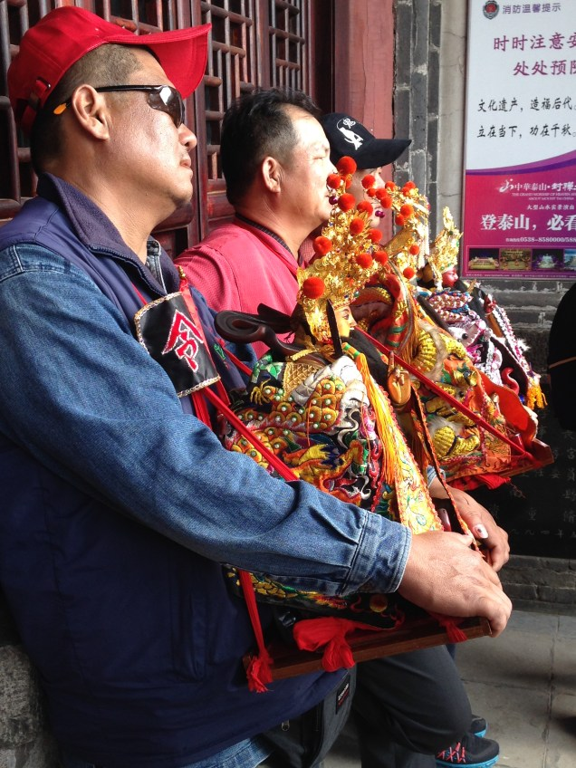bringing deity figures to be blessed on Taishan