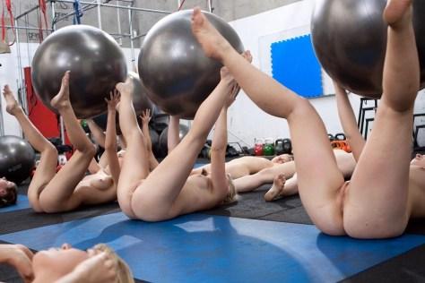 Fazendo ginastica pelada