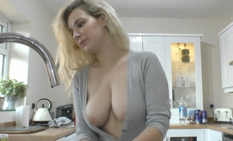 Vídeo de Downblouse - Seios aparecendo