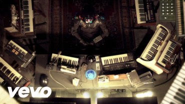 León Larregui regresa a los escenarios de la capital de la mano de su segundo disco de estudio Voluma