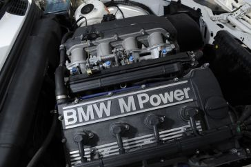 BMW-M3-E30-Ring-Taxi-Baujahr-1987-19-fotoshowImageNew-f4c2ac3e-272618