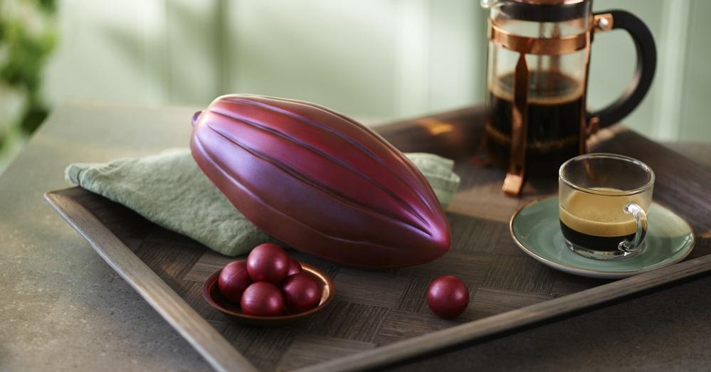 Irresistible Ecuadorian Chocolate Pod Egg on a tray