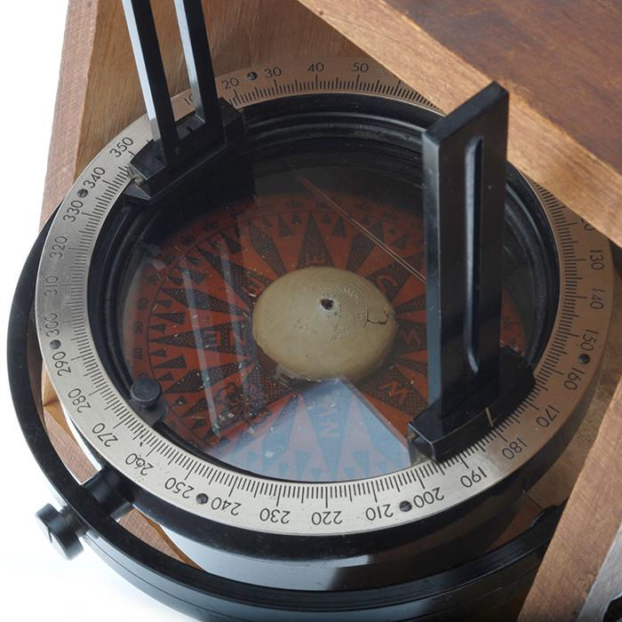Azimuth Circle Liquid Gimbaled Bearing Compass in Mahogany Wood Case – Buy – Sell – Collect