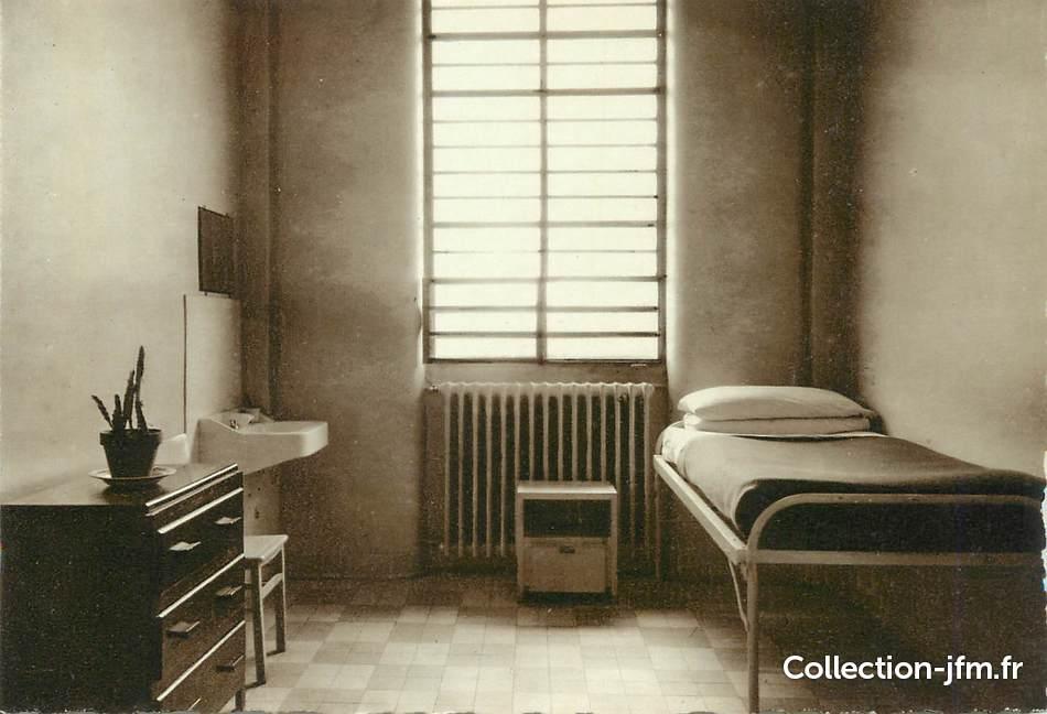 CPSM FRANCE 88 Mirecourt hpital psychiatrique de Ravenel une chambre particulire  88