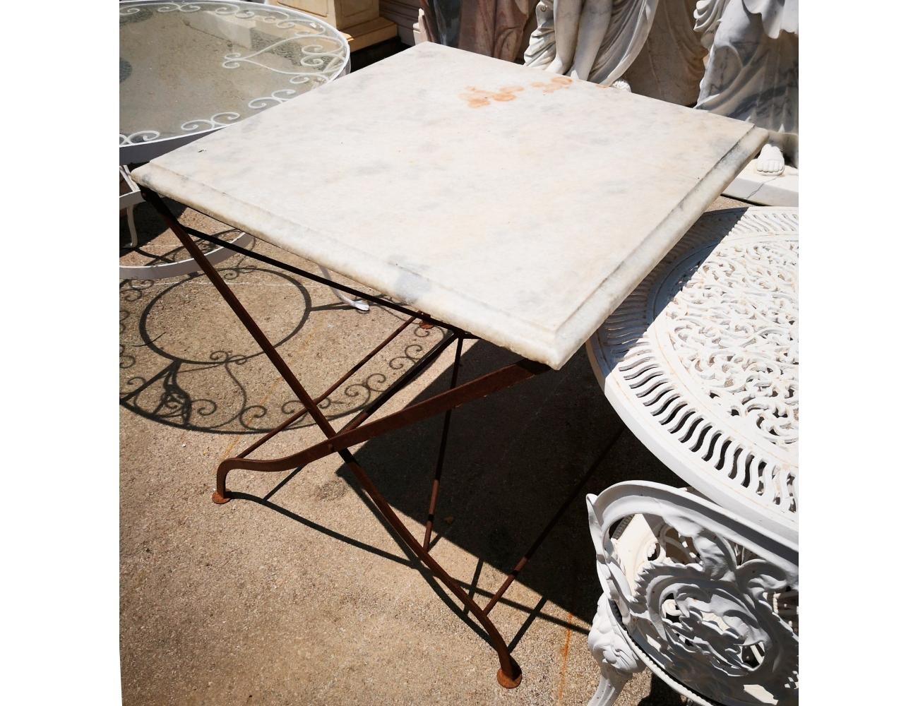 Mesa cuadrada para jardn con tablero de mrmol y pie de hierro
