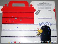Snoopy Fun Tote doghouse shaped gift box