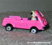 Snoopy in Land Rover