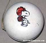 Snoopy holding football Yo-Yo