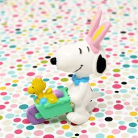 Easter Beagle pushing wheelbarrow PVC Figurine - Green
