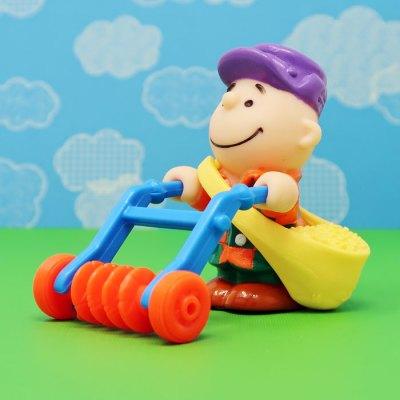 Charlie Brown's Feed Bag & Tiller McDonald's Toy