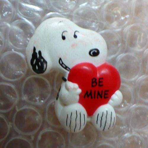 Snoopy heart pin