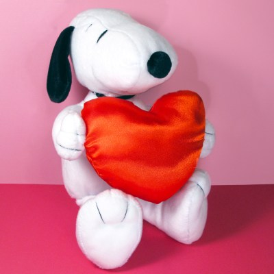 Snoopy holding heart Plush Toy