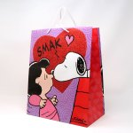 Snoopy kissing Lucy Valentine's Gift Bag