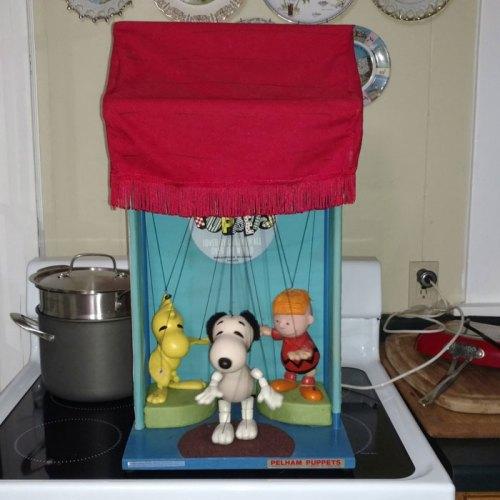 Peanuts Pelham Puppet Display