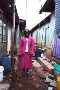 Sandra, a member of Tuungane Pamoja artisan group of Kawangware slum, 2016. (c) Colleen Briggs