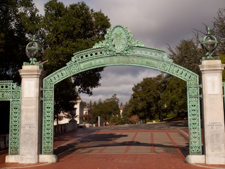 How to Apply  to the University of California Without Using Test Scores