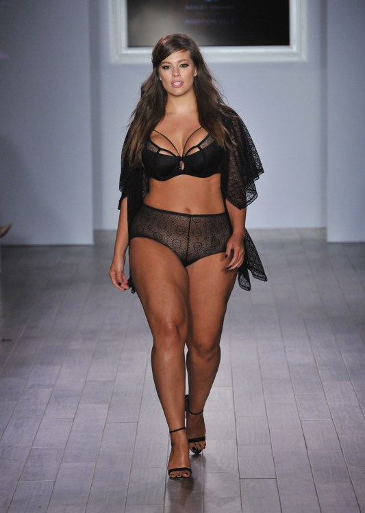 Ashley Graham plus size body model