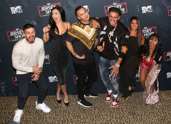 The cast of Jersey Shore at a party, Vinny, JWoww, The Situation, Pauly D, Deena, Snooki