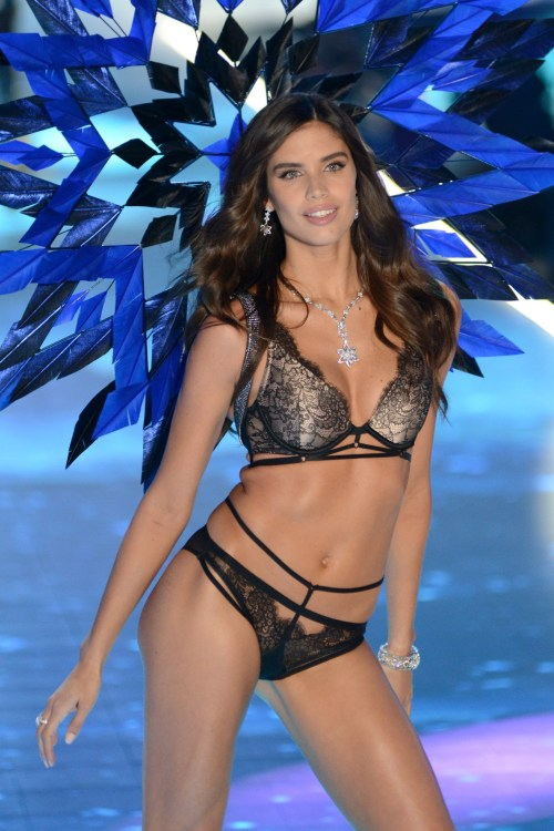 Sara Sampaio modeling at the Victorias's Secret Fashion Show 2018