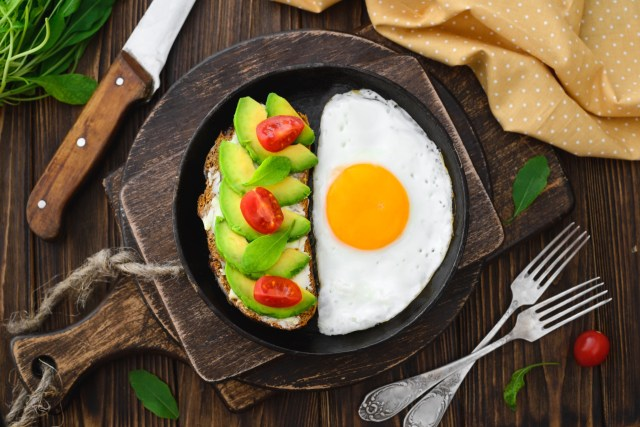 breakfast with eggs and avacado