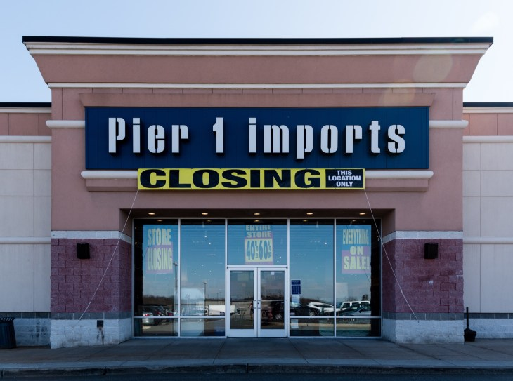Pier 1 Imports Building Closing Sign