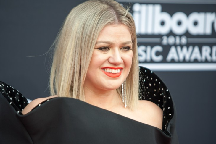 Kelly Clarkson on the red carpet for the 2018 Billboard Music Awards.