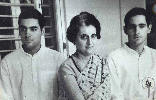Rajiv Gandhi Information Biography in Marathi Language