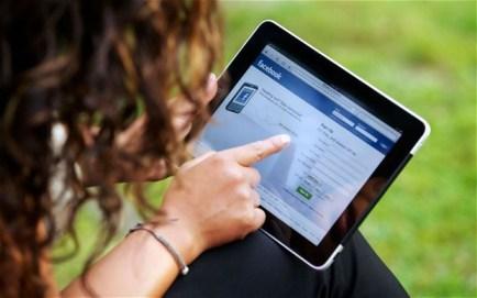 high school student uses social media