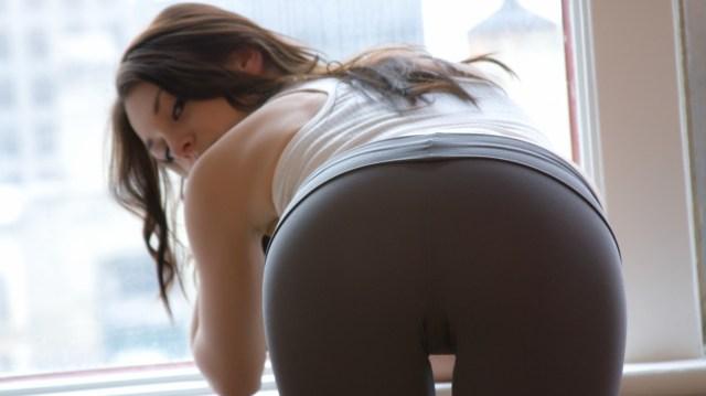 girls-in-yoga-pants-14