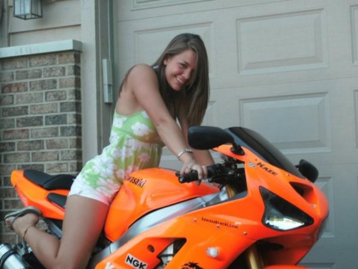 sexy-girls-bikes-15