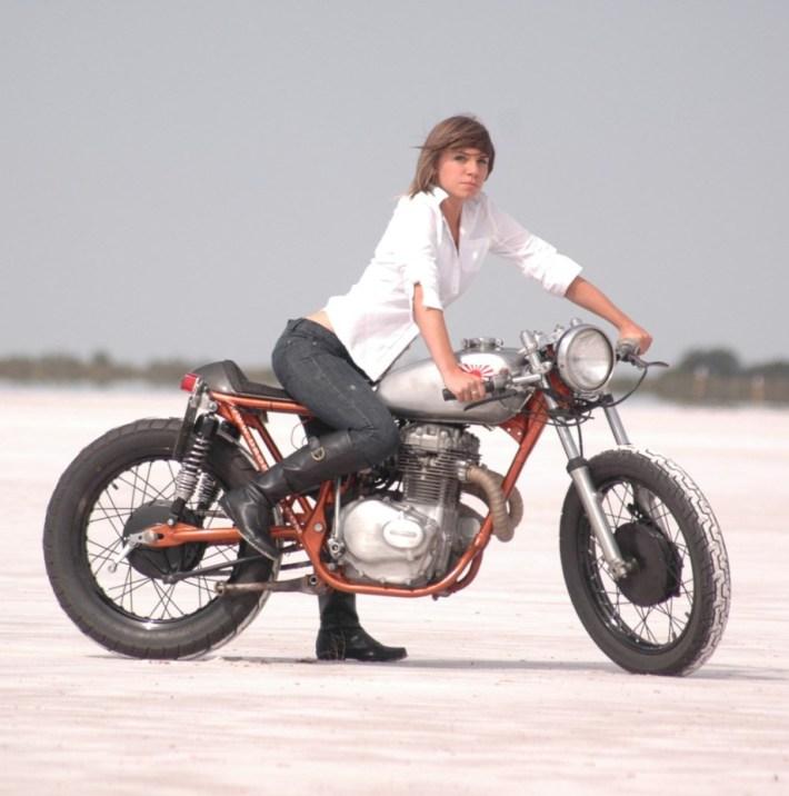 sexy-girls-bikes-24
