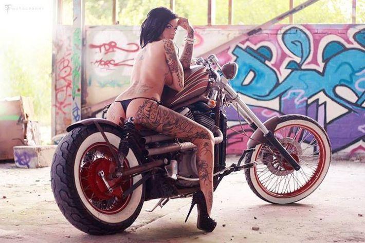 sexy-girls-bikes-5