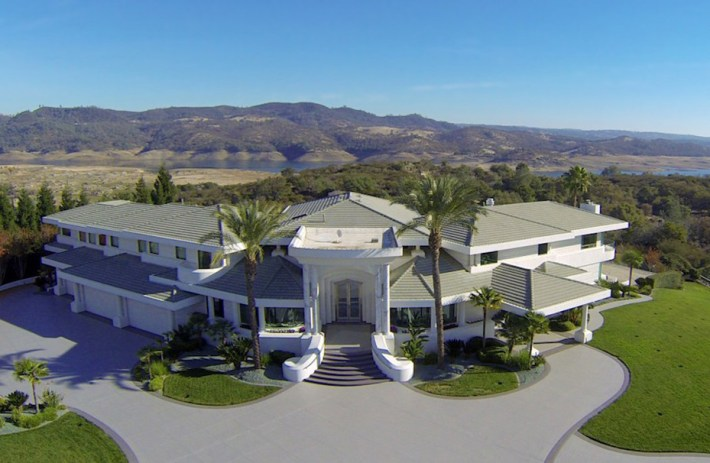 Eddie-Murphys-Granite-Bay-Mountaintop-Estate-18