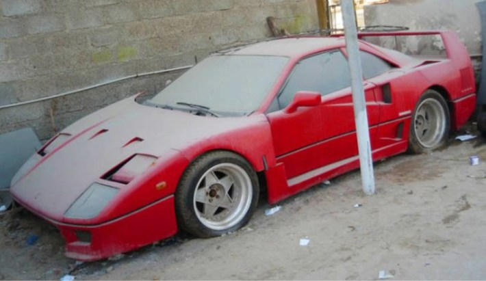 abandoned-supercars-Ferrari-F40-11