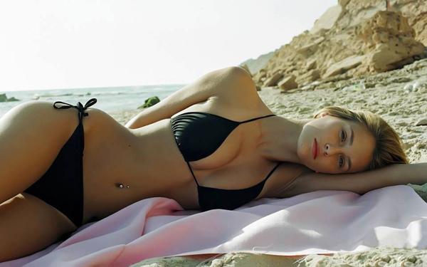 hot-girls-bikinis-1