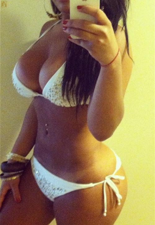 hot-girls-bikinis-13